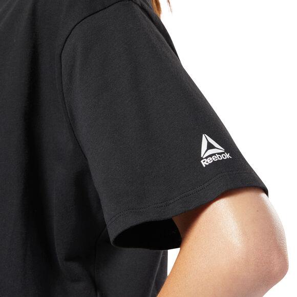 Training Essentials Linear Logo Crop shirt